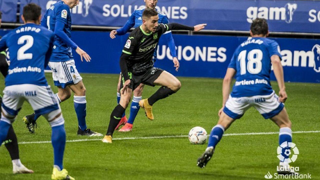 Javi Hernandez Leganes Real Oviedo Carlos Tartiere.Javi Hernández se deshace de Tejera y Edgar antes de anotar el 0-1