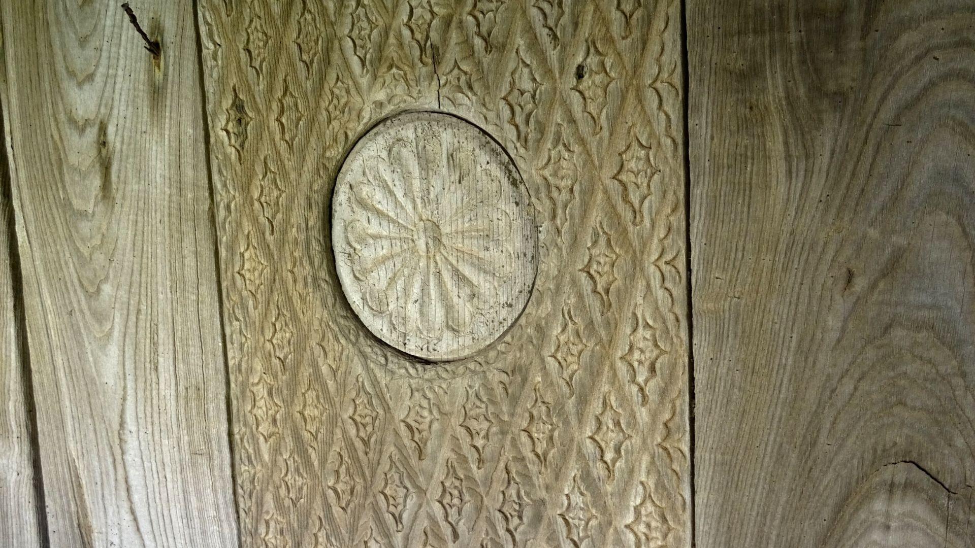 Otro detalle de las tallas barrocas de esta monumental panera asturiana