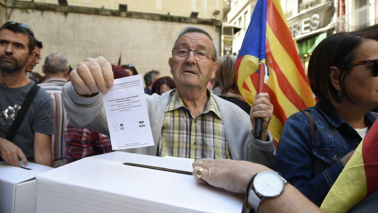 Concentración contra las detenciones y registros en Barcelona celebrada en la plaza Paeria de Lleida