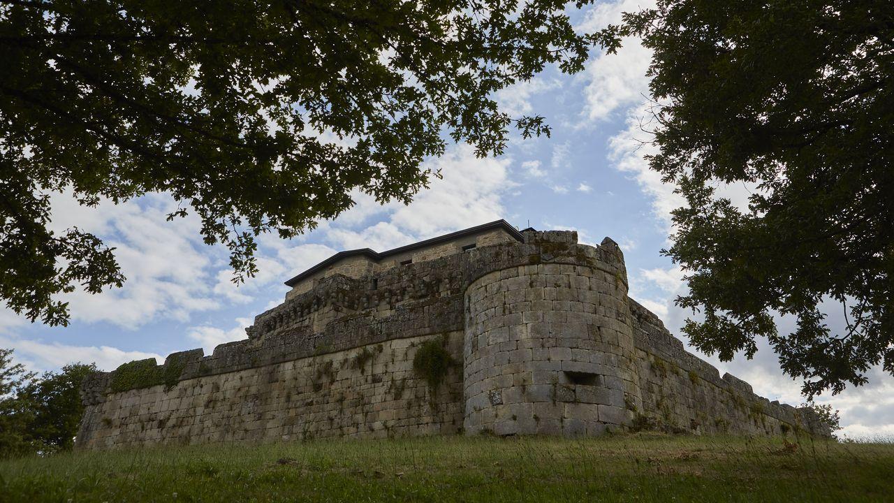 Un paseo por las fortalezas de Ourense.El barro predominó en la OCR del Campamento Sporty