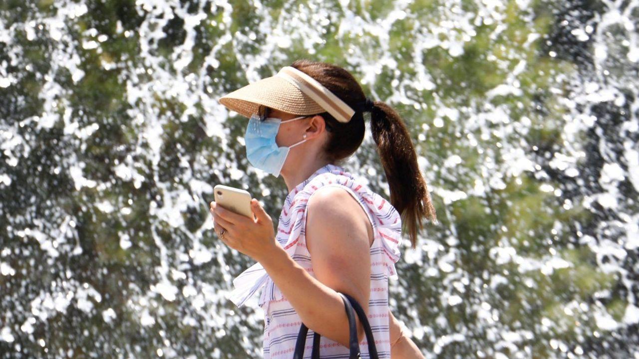Una mujer, con mascarilla en Córdoba