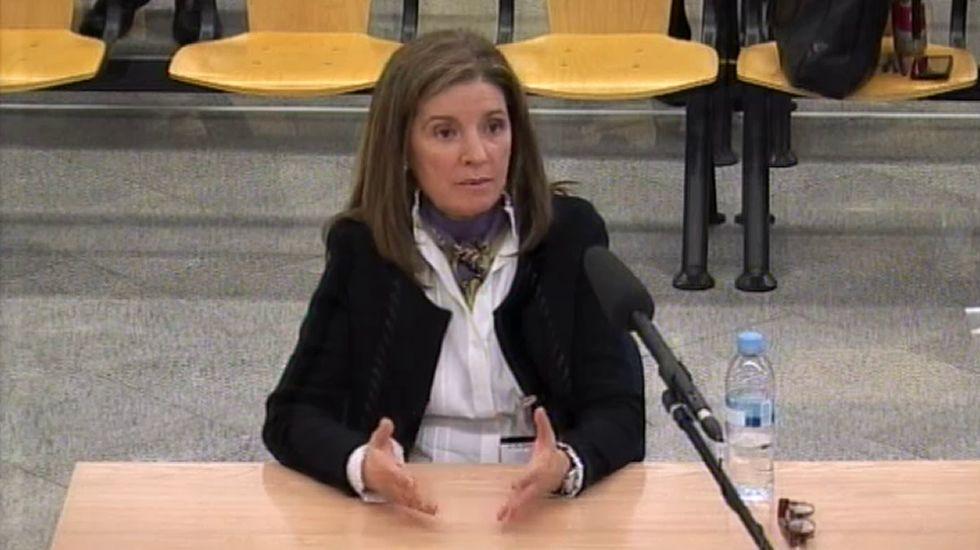 La mujer de Bárcenas: «Todo lo que hace mi marido me parece bien».Francisco Correa llegando hoy al juicio