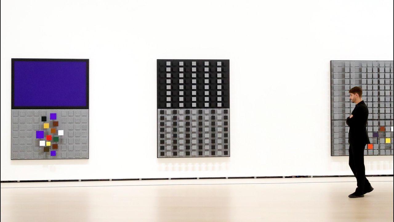 La exposición reúne 60 obras del artista