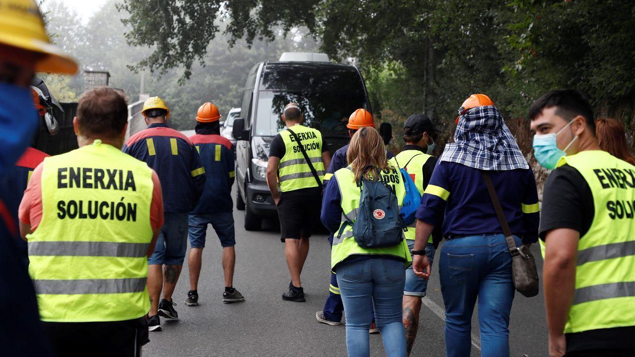 El microbús en el que se desplazaban los representantes de la empresa dio vuelta ante el escrache de los trabajadores