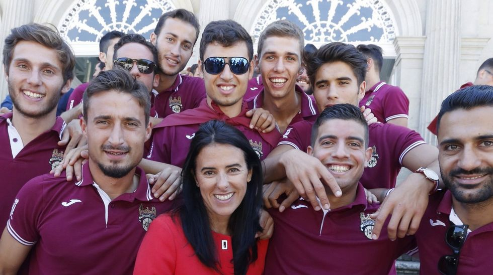 Capi, en primer término, celebrando uno de los goles del ascenso ante el Haro en Pasarón.