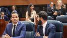 Ignacio Aguado, primero por la izquierda y en segundo plano, Rocío Monasterio, de Vox, en la sesión constitutiva de la XI legislatura en la Comunidad de Madrid