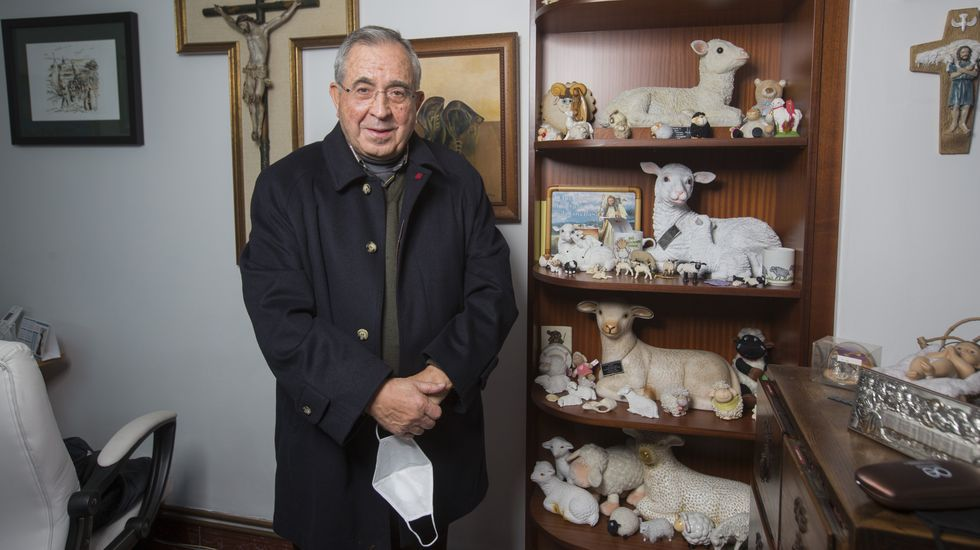 García Gondar, párroco carballés