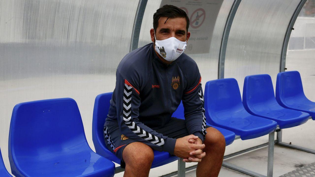 Guille Bernabeu Claudio Medina Vetusta Burgos El Requexon.Guille Bernabéu trata de llevarse un esférico ante Claudio Medina