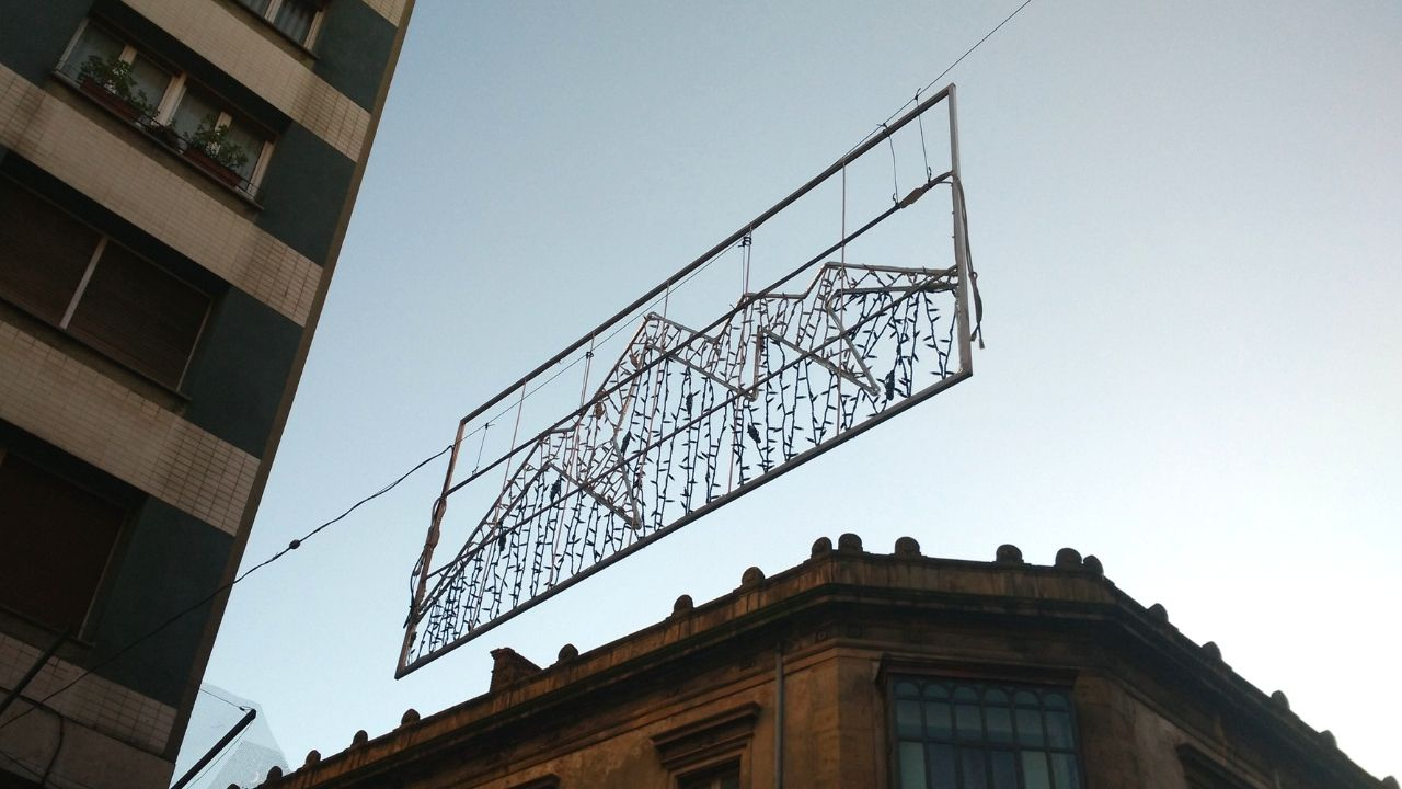 Uno de los arcos de la iluminación navideña del centro de la ciudad