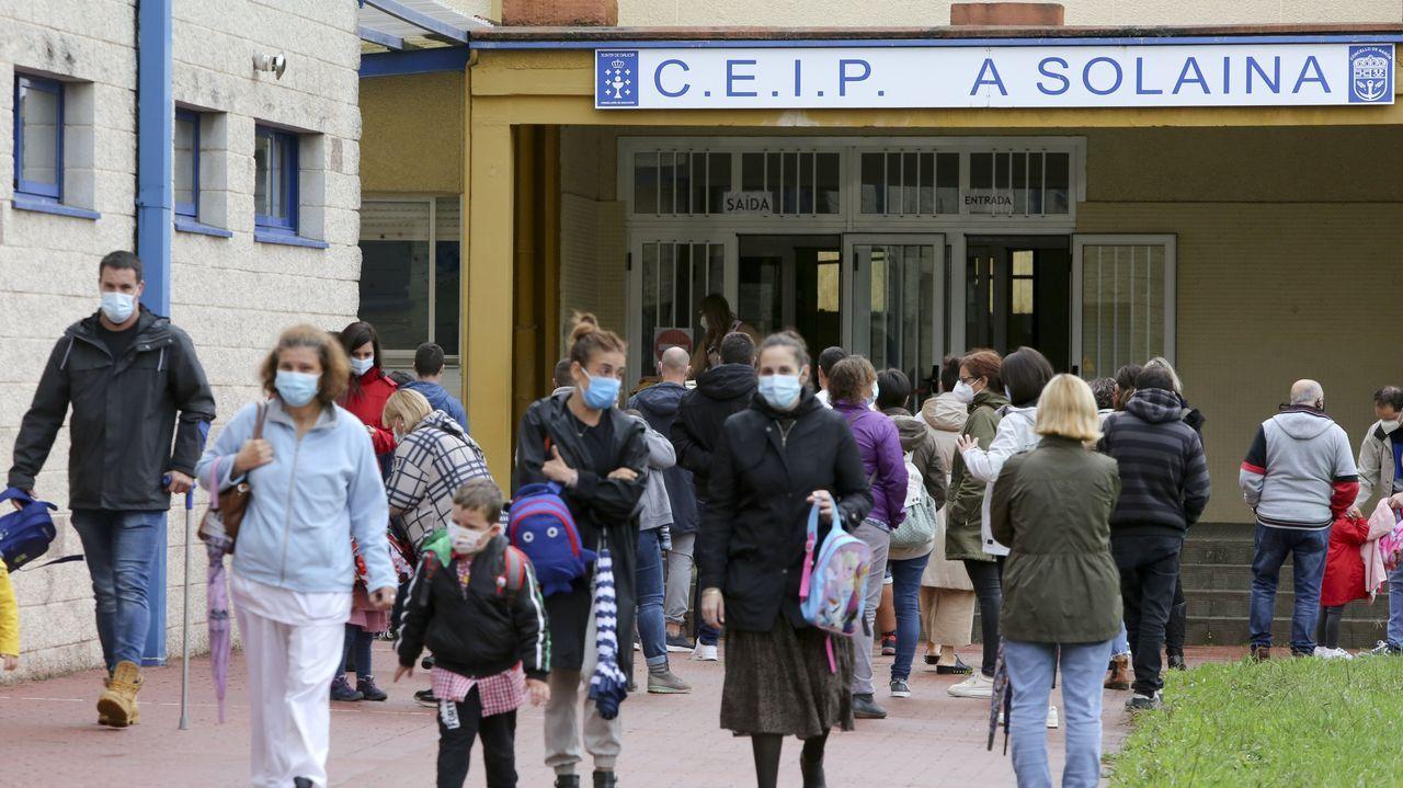 Salida de alumnos del colegio de A Solaina, en Narón
