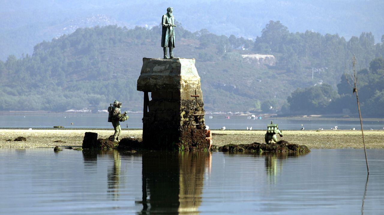 Estatua del capitán Nemo en la ensenada de San Simón.