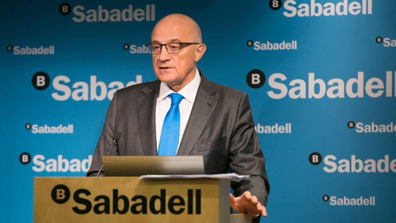 El presidente del banco Sabadell, Josep Oliu, y el consejero delegado, Jaime Guardiola