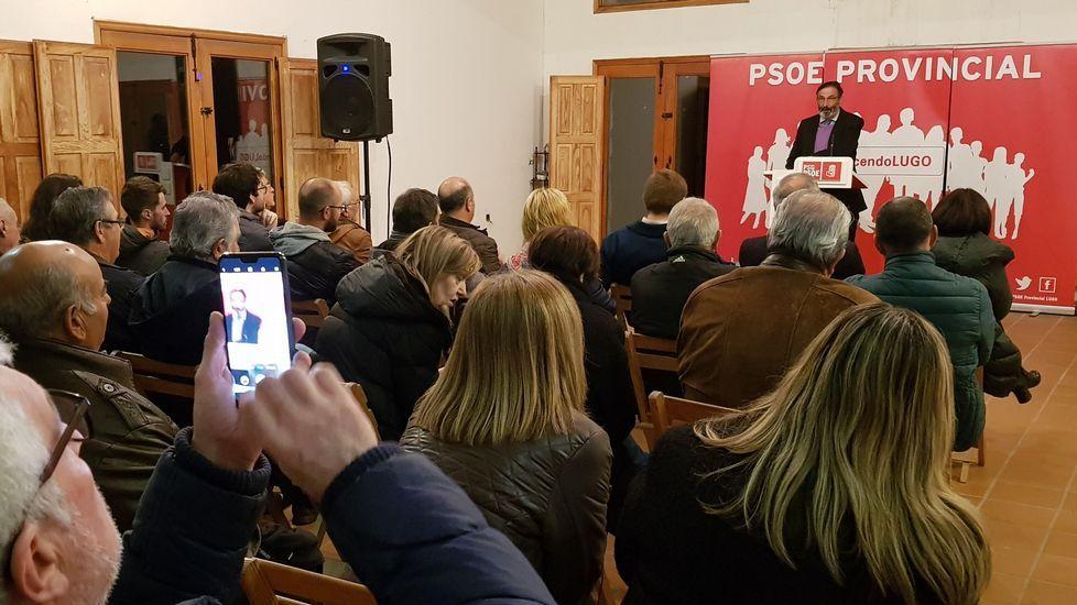 El acto de presentación de la candidatura se celebró en el centro social de Rosende