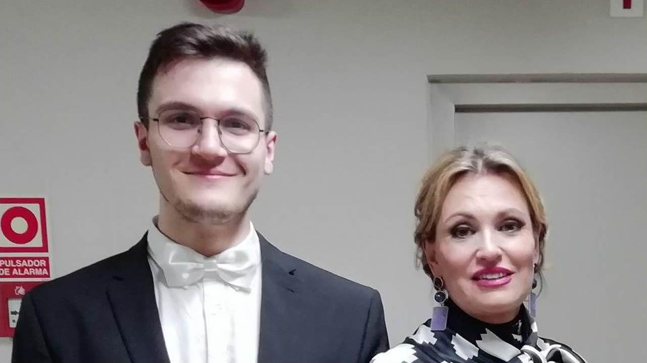 Adan Gómez con Ainhoa Arteta, despois de tocar coa Orquesta de Extremadura no concerto benéfico a favor da ELA que organizou Fundación Luzón  no Auditorio Nacional, en Madrid