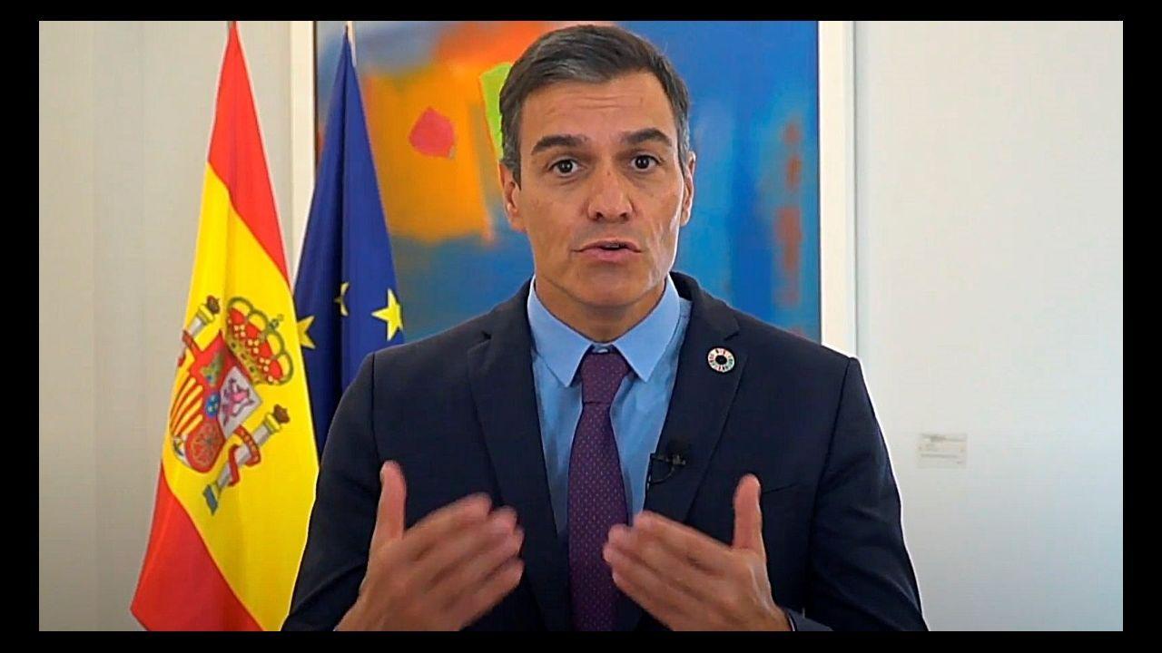 La secretaria general del PSE-EE y vicelendakari, Idoia Mendia, hoy, en el acto de clausura del X Congreso de Juventudes Socialistas de Euskadi en el que ha resultado elegido como nuevo secretario general, Víctor Trimiño (izquierda)