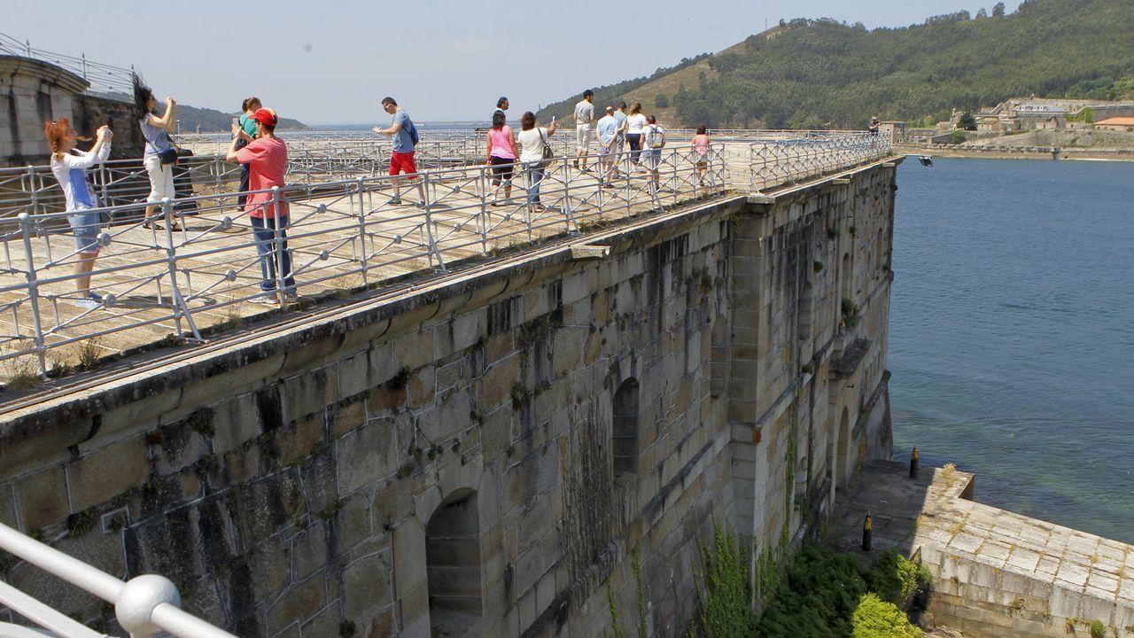 Más de setecientas personas han visitado ya el castillo de La Palma, en Mugardos, ubicado frente al de San Felipe