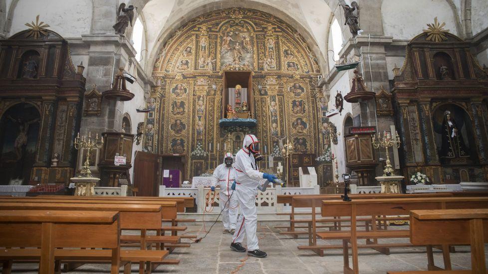 Desinfección y puesta a punto del santuario de A Barca para su apertura: ¡álbum!.Pablo Blanco Veiga é natural de Romelle (Zas)