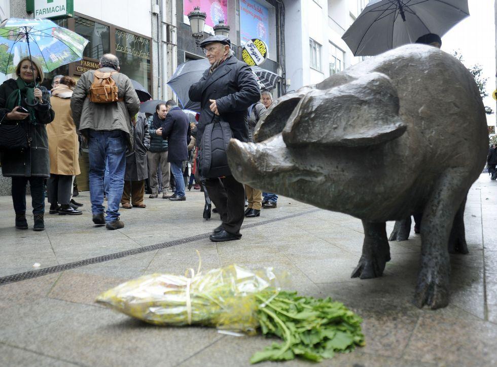 El Cocido das Artes incluyó la ofrenda de grelos al cerdo.
