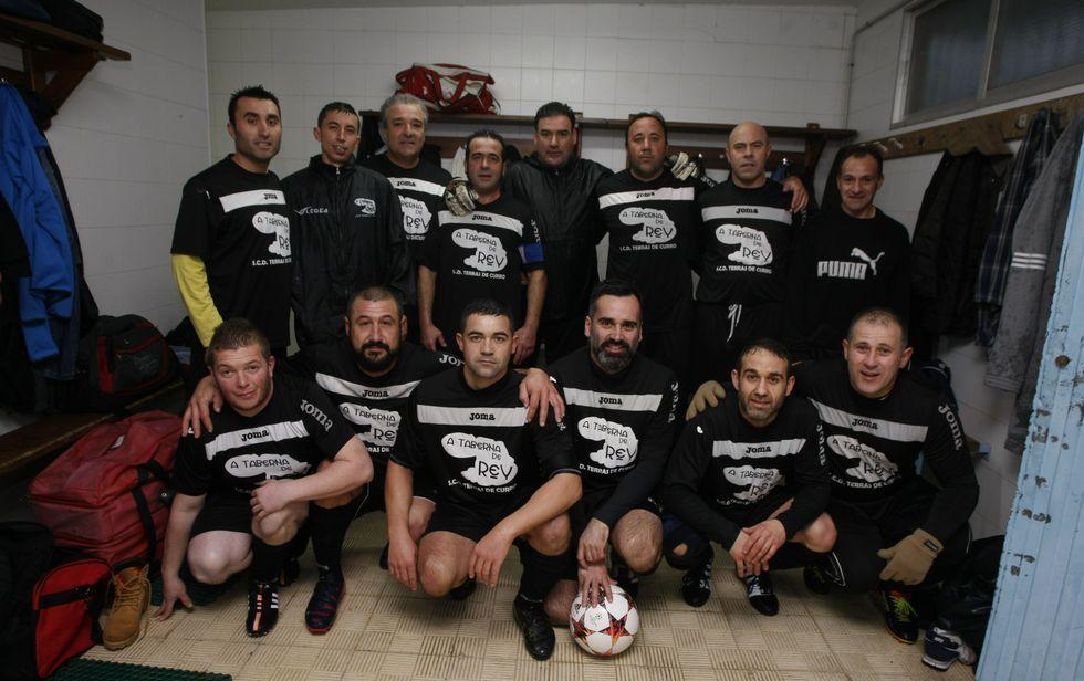 O actual plantel do Terras de Curro reúne a 22 futbolistas de Barro e de Meis.