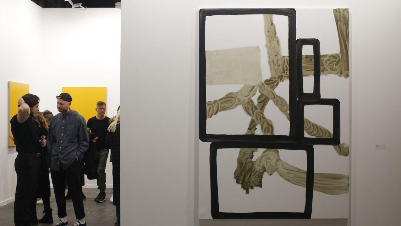En la galería lisboeta Cristina Guerra destaca la pintura de José Loureiro en primer plano, al fonto Sarmento