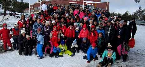 Los vecinos de Dodro disfrutaron de una jornada de nieve este sábado en Cabeza de Manzaneda.