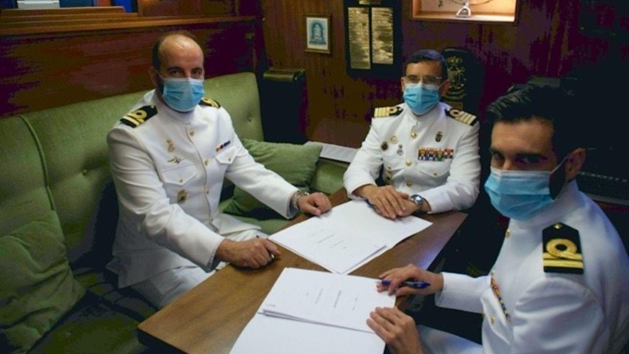 Las visitas del rey emérito a la Costa da Morte.La segunda fragata noruega, en foto de archivo, el día de su entrega a la Armada del pais