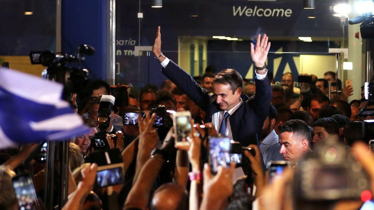 Asturias, Oviedo, Gijón.Kyriakos Mitsotakis celebró el triunfo en la entrada de la sede de su partido