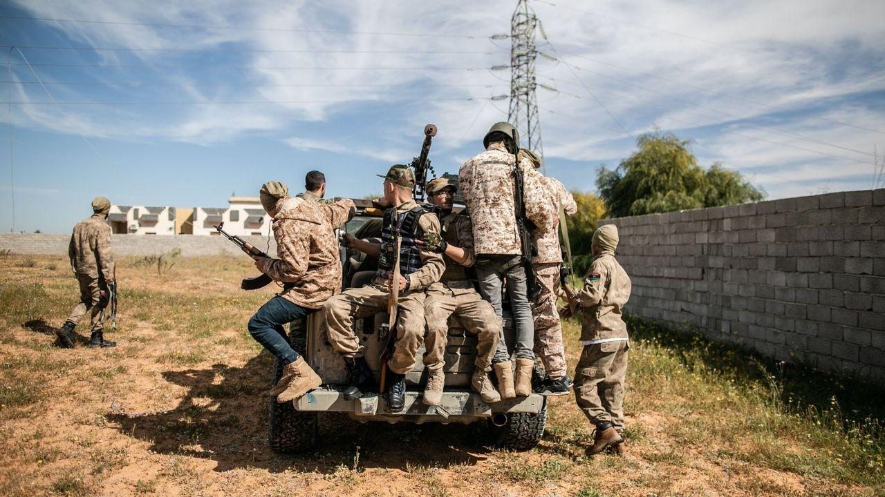 La pandemia en el mundo.Combatienes del Gobierno de Fayez al Sarraj, respaldado por la ONU