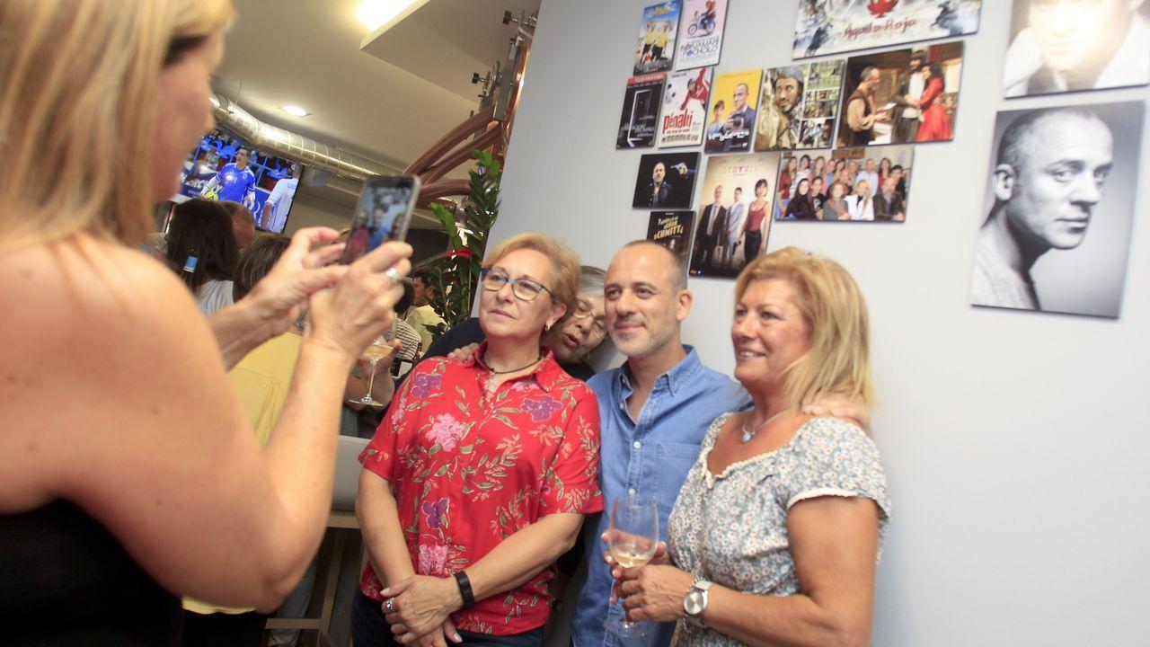 Las imágenes del Racing - Majadahonda.El actor ferrolano Javier Gutierrez recibe su goya a mejor actor por «El Autor»