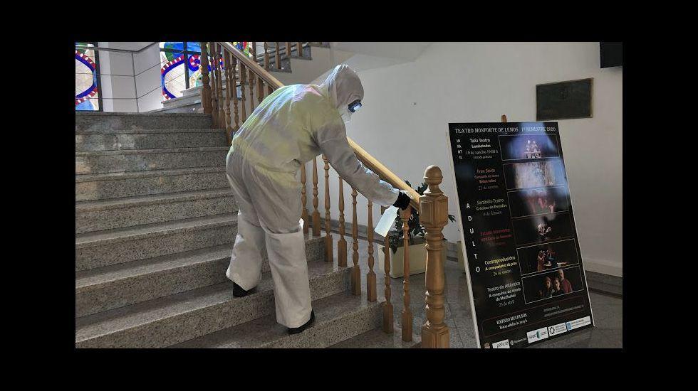 La UME desinfecta el interior de la casa consistorial en las primeras semanas de la alarma sanitaria