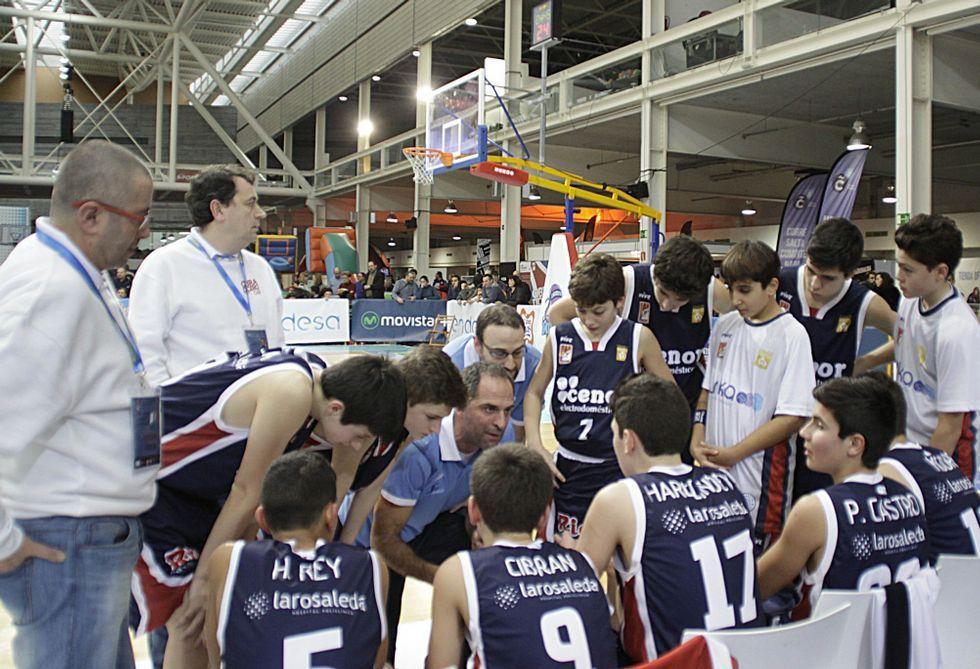 José Ángel Rivera, Mozan, -primero por la izquierda-, en un tiempo muerto del equipo en la Minicopa