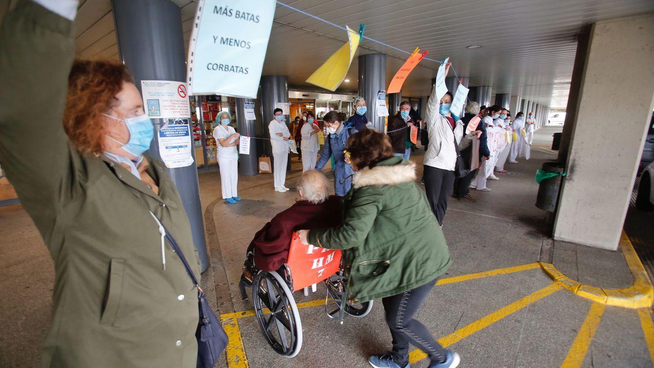 Madrugón para hacer deporte en Pontevedra.Protesta de trabajadores sanitarios en la entrada del Hospital Montecelo de Pontevedra