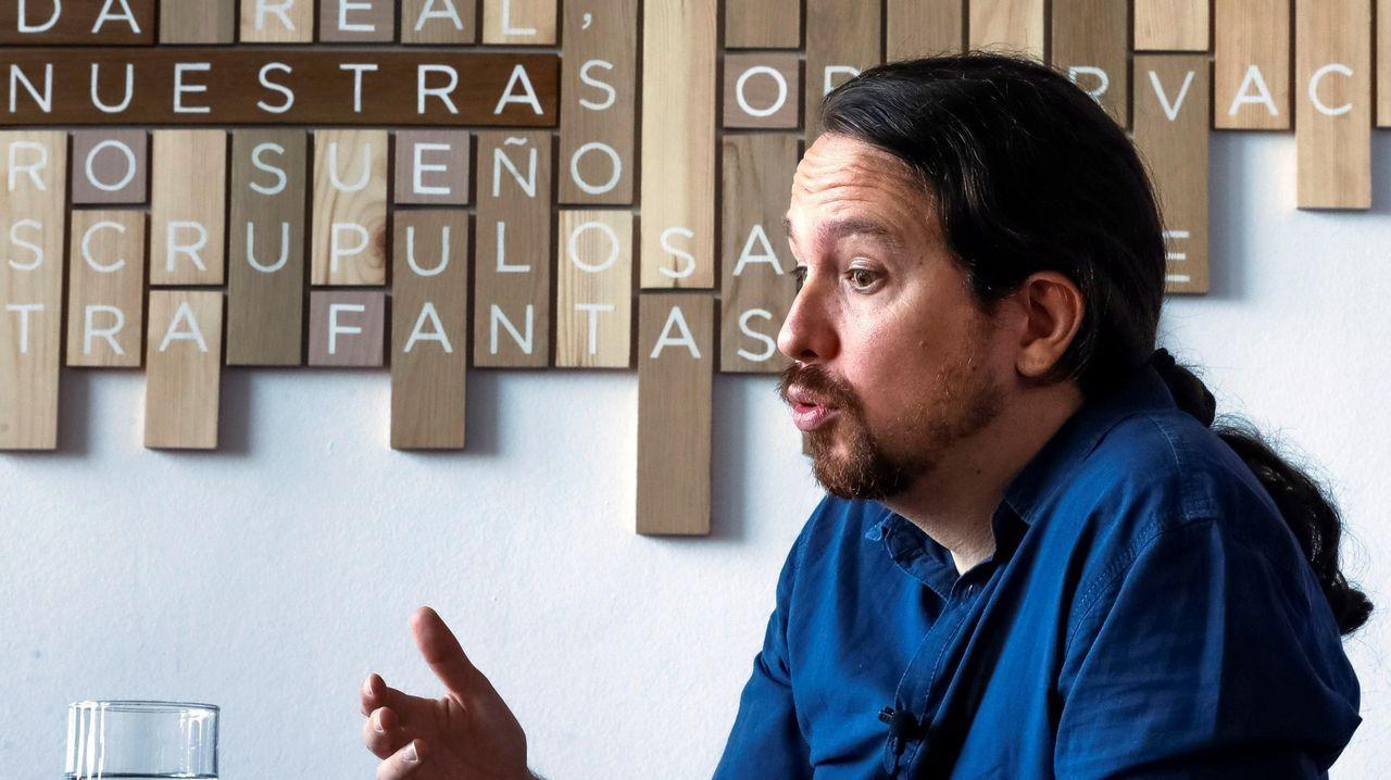 Sigue en directo el pleno municipal de A Coruña.Íñigo Errejón escucha a Daniel Ripa en Gijón