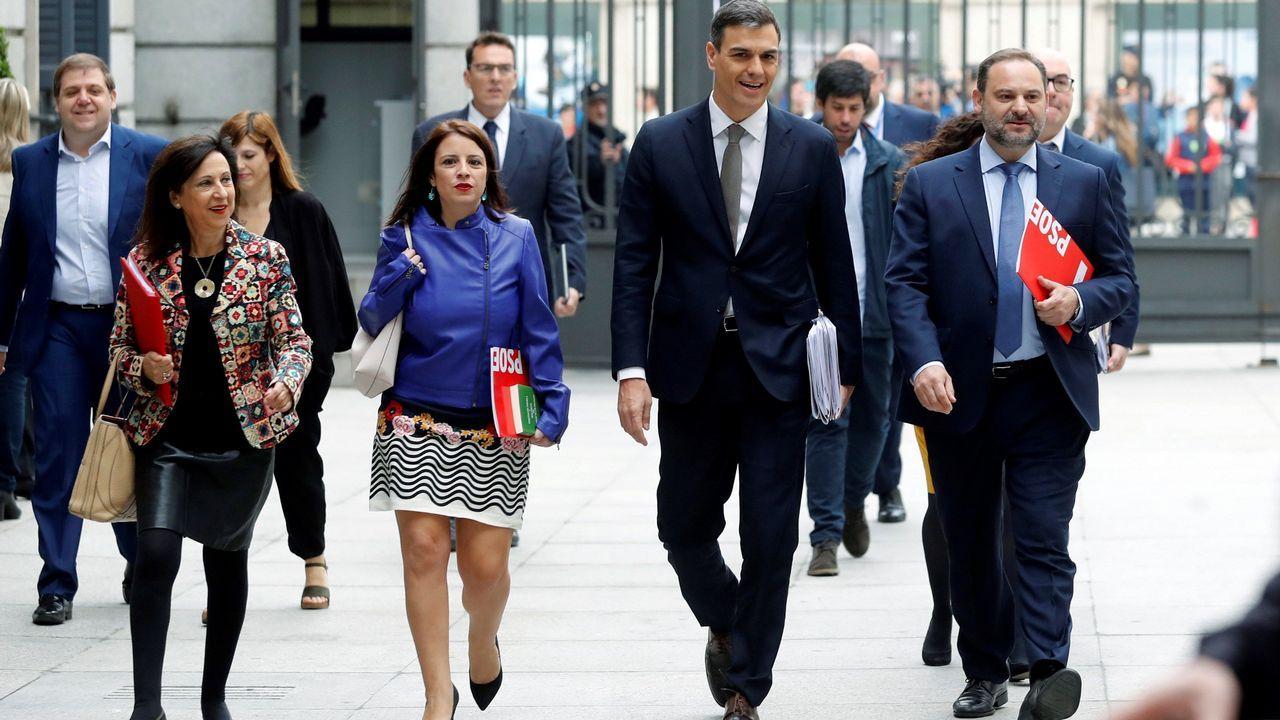 Pedro Sánchez llega acompañado con Margarita Robles.