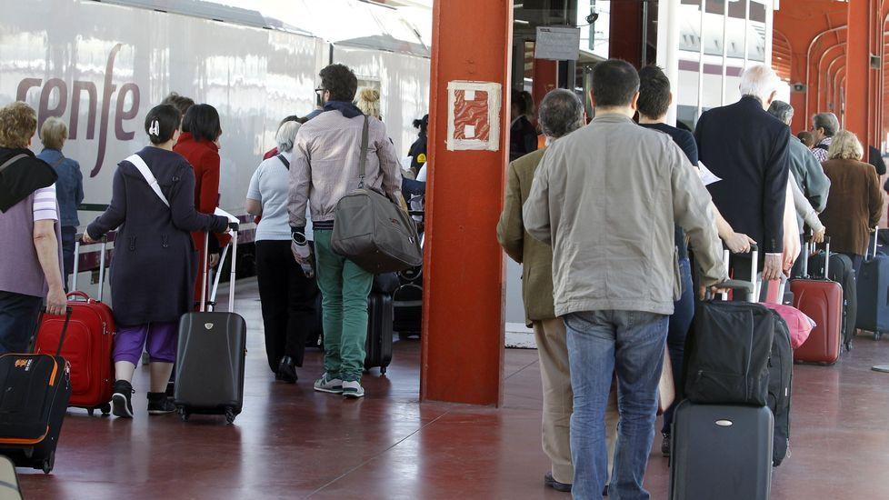 Aeropuerto de Asturias.El tren que une Galicia con la Meseta pierde viajeros este año