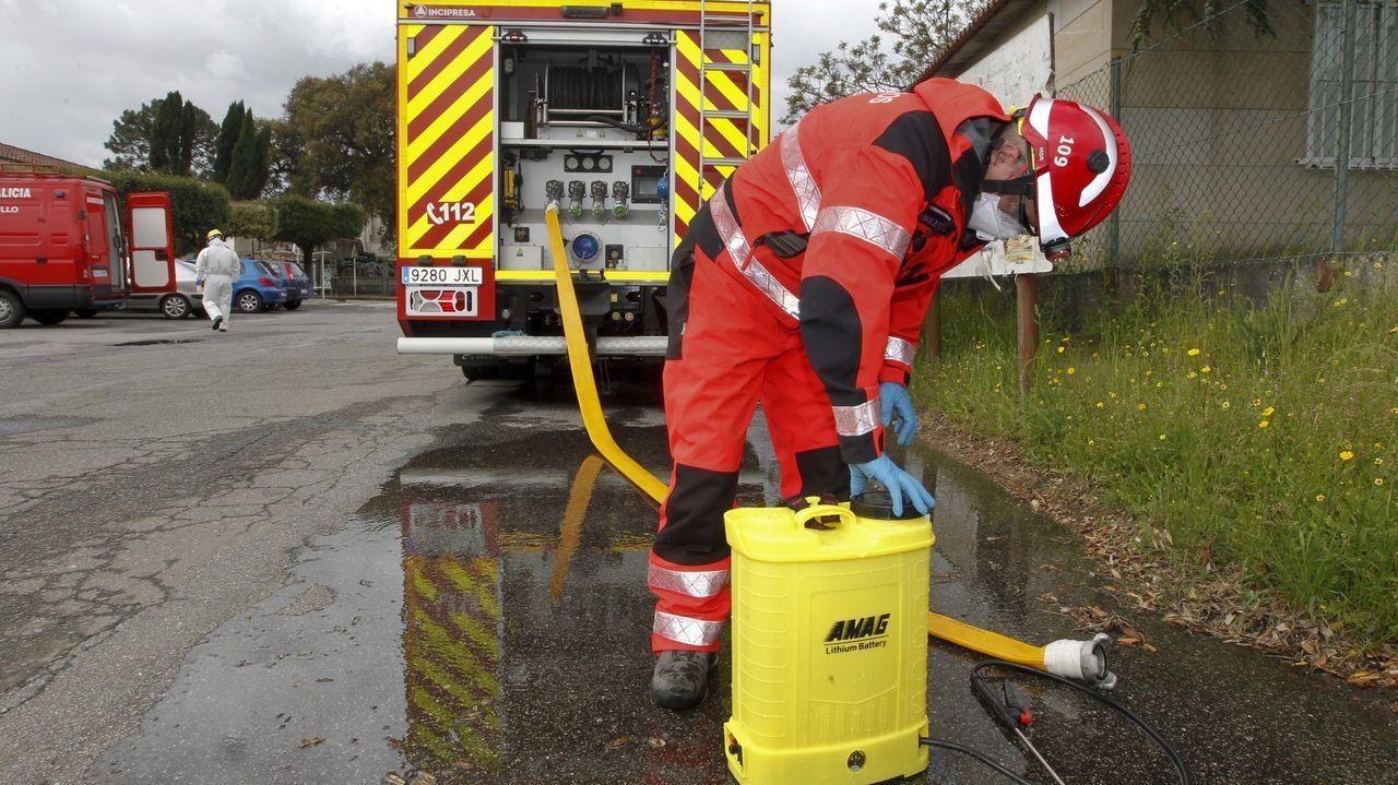 Los bomberos contribuyeron a las tareas de desinfección y limpieza en los primeros compases de la pandemia