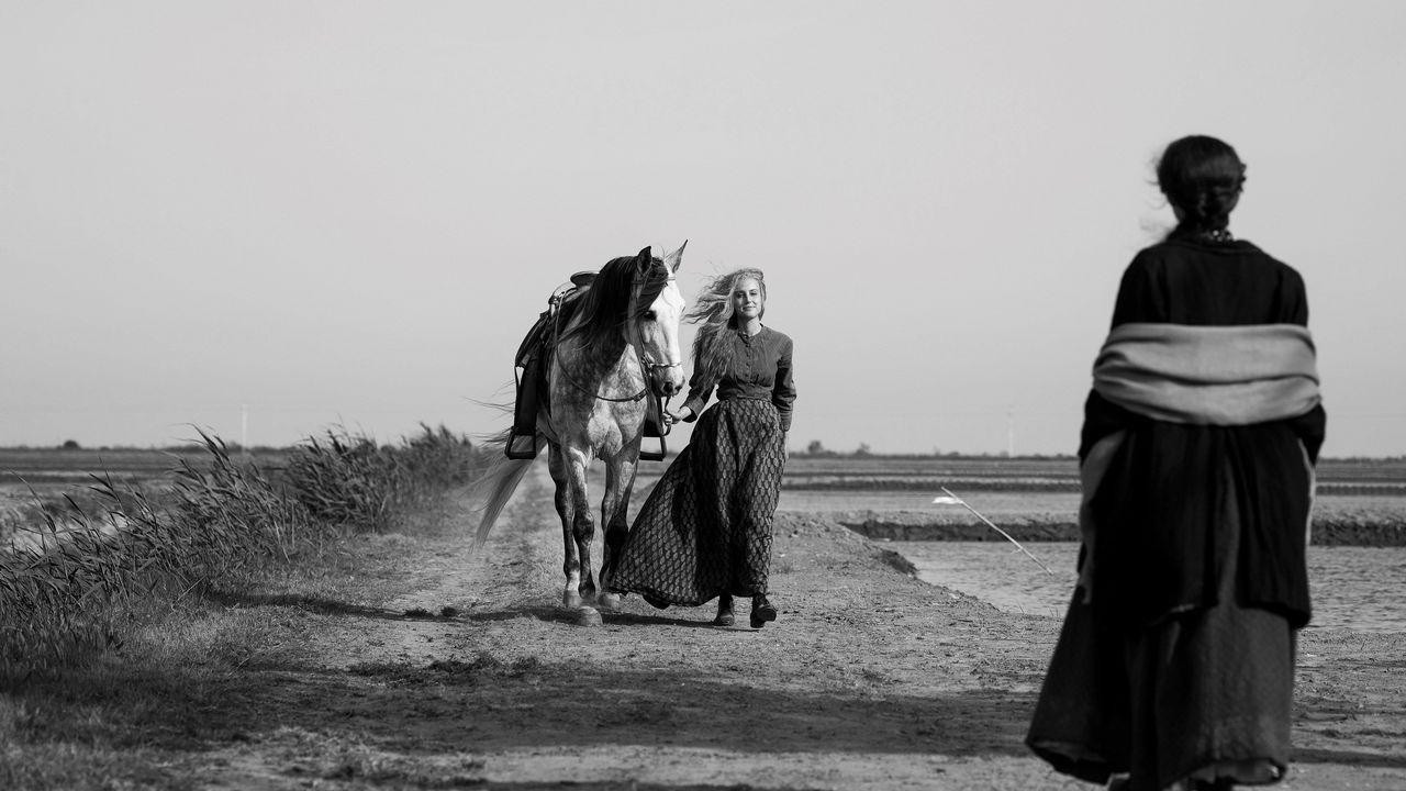 separadas.Las actrices Natalia de Molina y Greta Fernández en una escena de «Elisa y Marcela», película de Coixet que se presentó en la pasada Berlinale