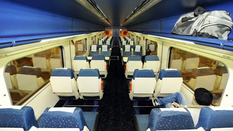 Vista del interior de un tren entre Ferrol y A Coruña