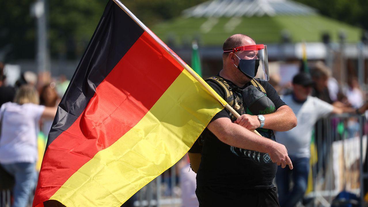 Algunos participantes acudieron provistos de mascarillas y pantallas protectoras