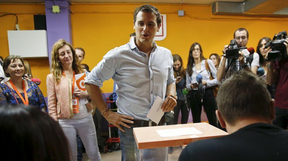 Albert Rivera, de Ciudadanos, fue el primer político en depositar su voto