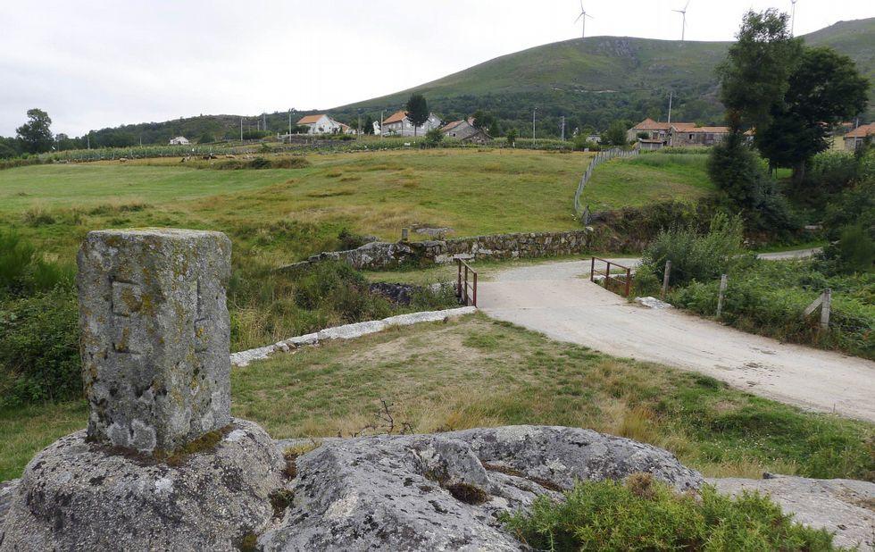 A este lado, Azoreira, del municipio de Padrenda; al fondo, la lusa Alcobaça, de Melgaço.