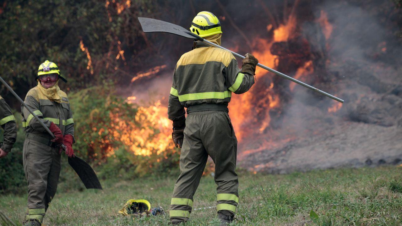En Lusio, Samos, Lugo. Incendio declarado a primera hora de la tarde de este domingo