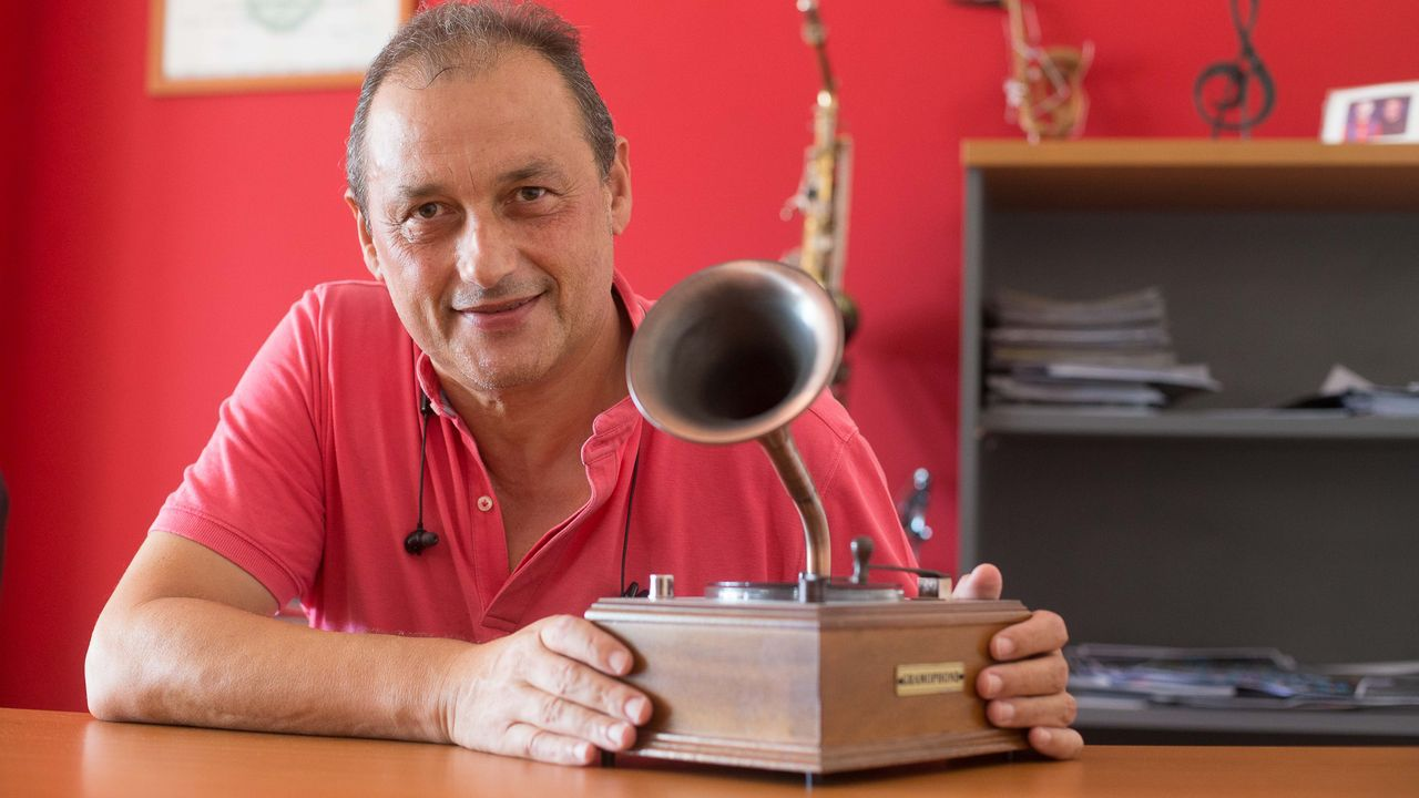 «Túneles anticovid»: «A xente séntese máis segura».Félix Cabodevila lleva 35 años siendo agente de espectáculos