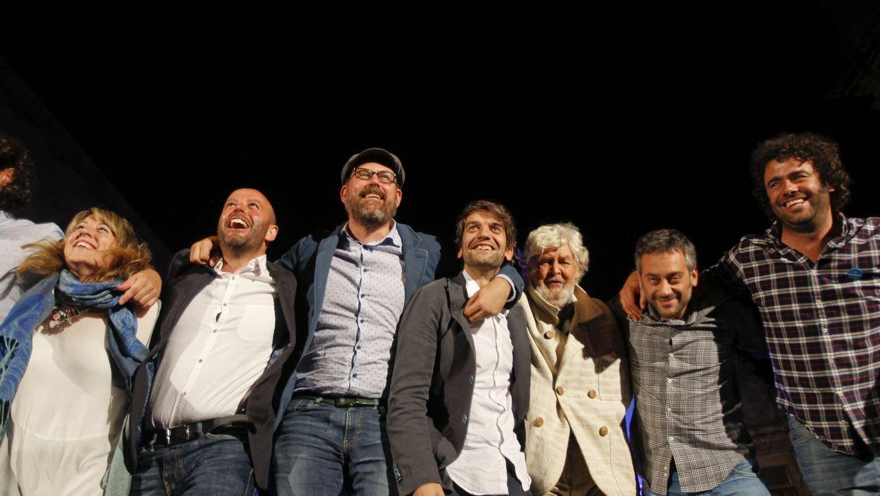 Luís Villares, Martiño Noriega, Jorge Suárez, Xosé Manuel Beiras y Xulio Ferreiro comparecen sonrientes en el acto de fin de campaña de las autonómicas del 2016