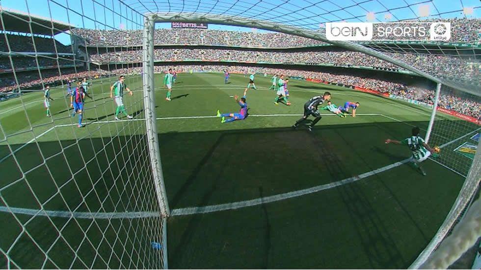 Gol fantasma en el Betis - Barça.Luis Enrique se encara con un periodista