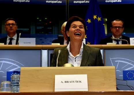 La eslovena Alenka Bratusek arrastra escándalos de corrupción en su país.