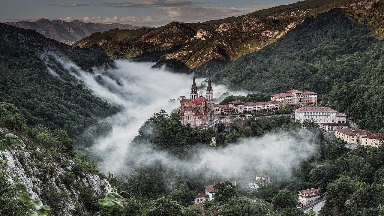 Las carreteras más bonitas de España.La basílica de Covadonga
