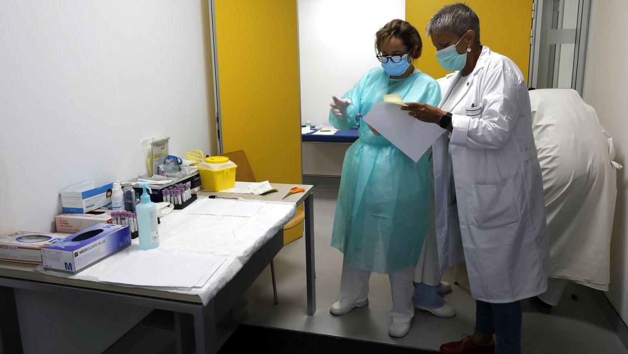 Personal sanitario de A Mariña, en imagen, en el Hospital Público da Mariña, en Burela, lleva meses trabajando sin descanso para detectar casos positivos de coronavirus y tratar de frenar la expansión de la pandemia