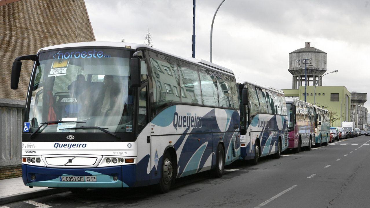 Buses escolares en Carballo