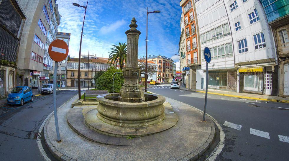 Felos de Maceda.La céntrica Praza de Galicia carballesa